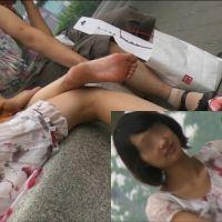 【フルHD動画】公園で団らん中の若妻の足の裏
