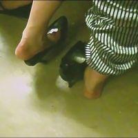【SD動画】電車内、足蒸れでパンプス脱ぎ2