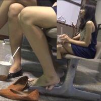 【HD動画】両足パンプス脱ぎでくつろぐ女の子