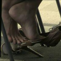 【HD動画】勉強中の女子大生のサンダル脱ぎ