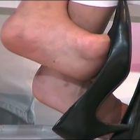 【SD動画】コンパニオンの高椅子パンプス脱ぎ