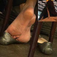 【HD動画】真冬の素足パンプス脱ぎの足の裏(2/2)
