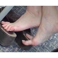 【SD動画】ランチ中OLの靴脱ぎ4