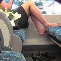 【フルHD動画】電車内ボックス席のパンプス脱ぎ