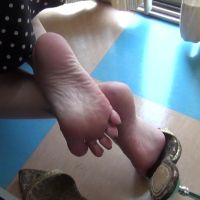 【HD】soles of gold mules