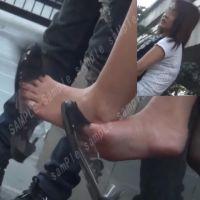 【フルHD動画】いろいろなパンプスぶら下げ5シーン