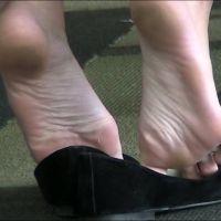 【HD動画】女子大生の足裏、椅子の下で全開(ロング版)