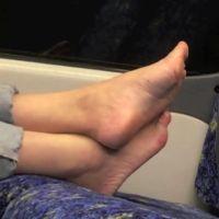 【HD動画】電車内ボックス席のパンプス脱ぎ4