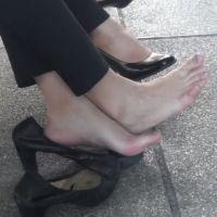 【HD動画】靴脱ぎでかかとがつぶれたパンプス