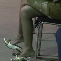 【HD動画】いろいろなショップ店員の靴脱ぎ 3/3