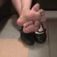 【HD動画】カラオケ中OLの足の裏2