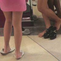 【HD動画】靴のかかとを踏んで履く女子4
