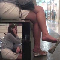 【HD動画】待ち合わせ中にパンプス脱ぎ続ける女子