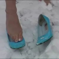 【HD動画】雪中素足パンプス脱ぎ
