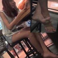 【HD動画】コーヒー店の高椅子でパンプス脱ぎ