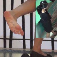 【HD動画】ショップ店員のパンプス脱ぎ2シーン