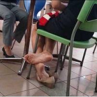 【フルHD動画】ランチ中OLの靴脱ぎ17