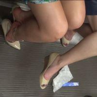 【フルHD動画】電車内、足蒸れでパンプス脱ぎ