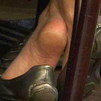 【HD動画】真冬の素足パンプス脱ぎの足の裏(1/2)