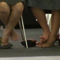 【HD動画】いろいろなショップ店員の靴脱ぎ 2/3