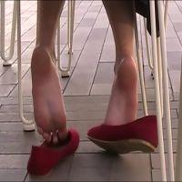 【HD動画】ルーズパンプス・アンダー・チェア