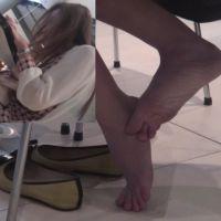 【HD動画】ランチ中OLの靴脱ぎ12