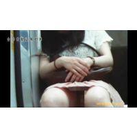 【対面撮り】生エロ足OLのスカートの中【電車内】<iPhoneスマホ対応>