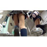 目○駅で前に制服JKが2人歩いていたので下から覗いたら、2人ともパンティーが丸見えでビンビンに勃起した・・・