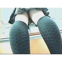 ミニスカハイソ【動画】書店で幼い女の子を逆さ撮りしました 05