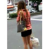 バッグを2つ持つ生脚ギャル信号待ち【ストーキング動画】街撮り編 110