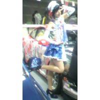 右足を上げてるのは何かのポーズ?東京オートサロン2012【動画】イベント編 801