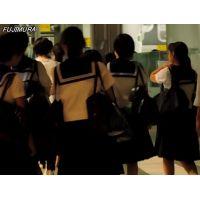 学校帰り制服姿の女の子黒髪白ソックス両肩にバッグ【動画】街撮り編 1001と1002セット販売