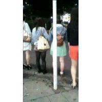 友達と話しながら信号待ちをする私服姿の女の子【ストーキング動画】街撮り編 102