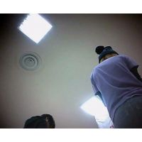 立ち読み中を逆さ撮りミニスカ白のパンチュ私服姿【動画】06