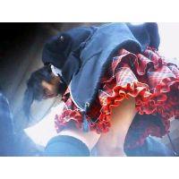 女の子を逆さ撮り白黒縞々パンチュ赤いスカート【パンチラ動画】014