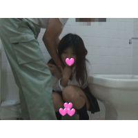 【個撮】押せばなんでもできそうなお馬鹿たまごちゃん!公衆トイレで得意のパイパン精子擦り付け映像