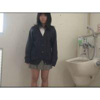 【個撮】ウブな黒髪たまごちゃんを公衆トイレで流れで押し切りハメ映像