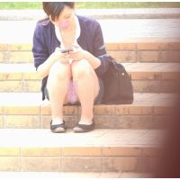 【パンチラ】お昼休み休憩中の学生さん�