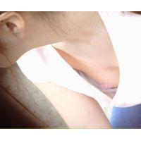 【チクチラ】爆乳ママさん&イベントに夢中のビーチクガール�【胸チラ・乳首】