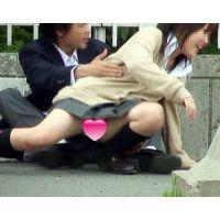 じゃれ合いパンツモロ見せ(動画)