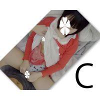 【顔出】○Cの娘 相互オナニー娘のまんこに押し当てたちんぽを玩具で気持ちよくしてくれる娘に乳首責め