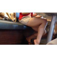 ★街撮り41★テーブルの下のムチムチ美脚
