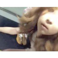 胸チラ、パンチラ アパレルのお姉さん盗撮☆1a