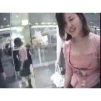 【個人撮影】店員のお姉さんの胸チラ 01