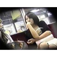 【個人撮影】電車の中でお姉さんの正面パンチラ