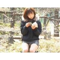 【個人撮影】座ってるお姉さんの正面パンチラ 01