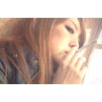 【バレた!?】いやらしい顔の美人女性の喫煙