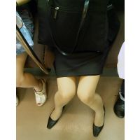 【就活本番】男は女を目で痴漢する〜リクルートスーツ女子大生を電車内でズリネタに…