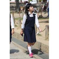 制服女子校生達の修学旅行風景 File044