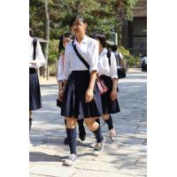 制服女子校生達の修学旅行風景 File025